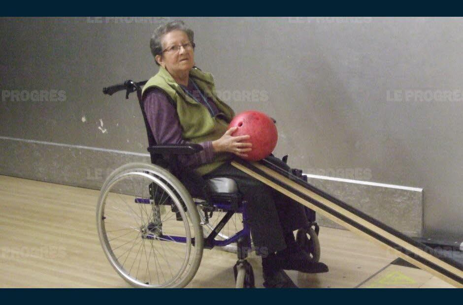 Les résidents de Vellavi ont joué au bowling
